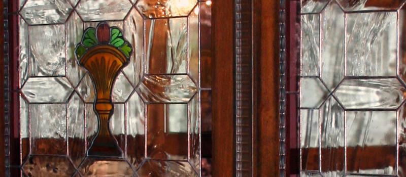Detalle armario con vidriera restaurado