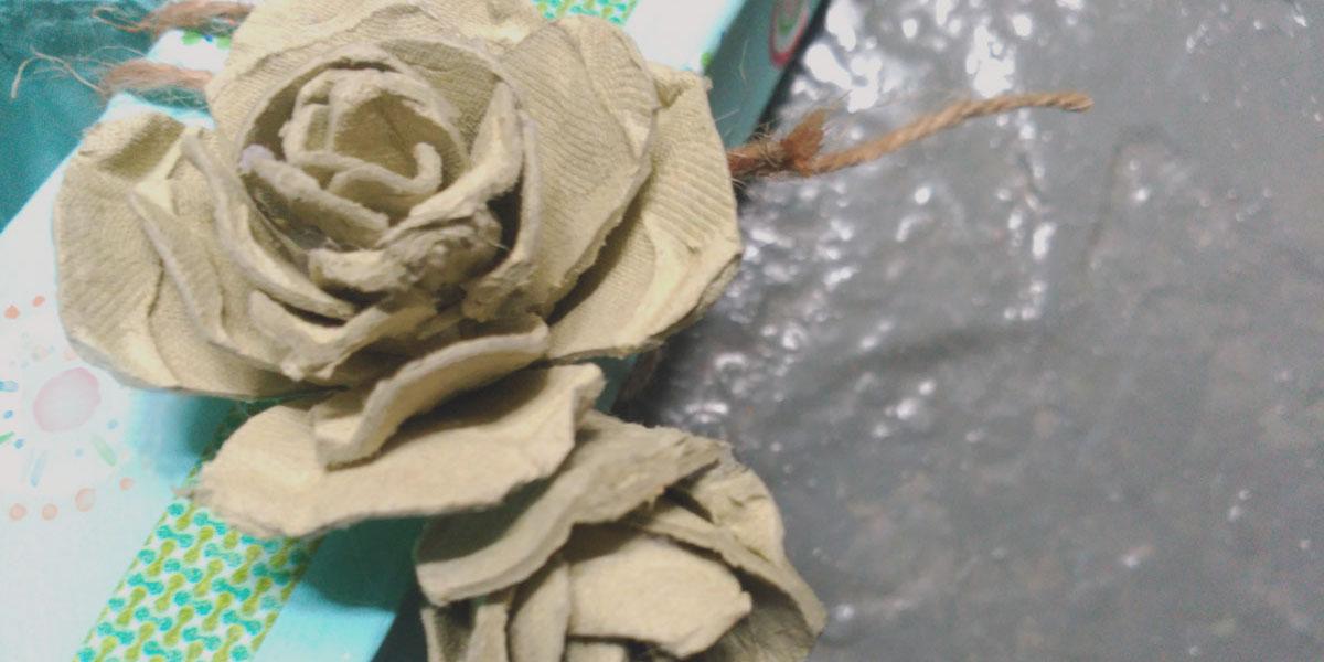 rosas hechas con cartones de huevos